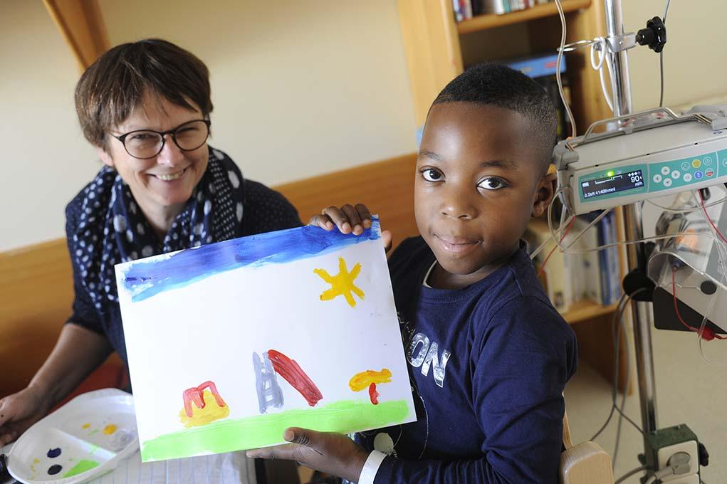 Hays unterstützt krebskranke Kinder mit Kunst- und Musiktherapie